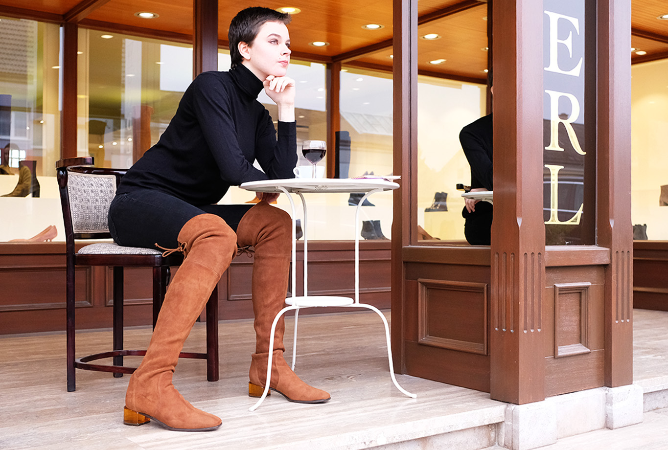 Stuart Weitzman Charolet over the knee boots in brown suede leather at WUNDERL in Sollenau